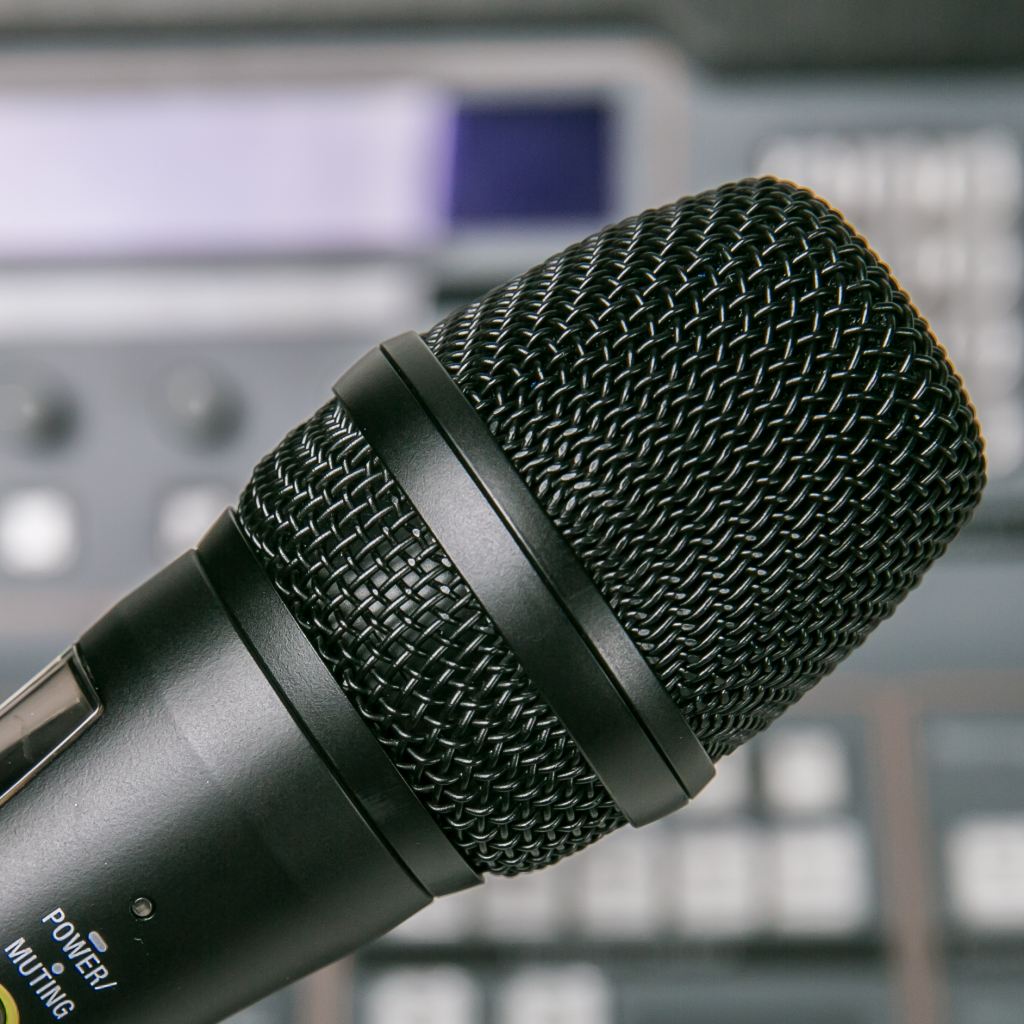 Our sound Studio equipped with 2 isolated sound both with professional microphones and speakers to record and edit any type of radio programs.